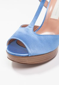 L'Autre Chose - High heeled sandals - deep blue - 2