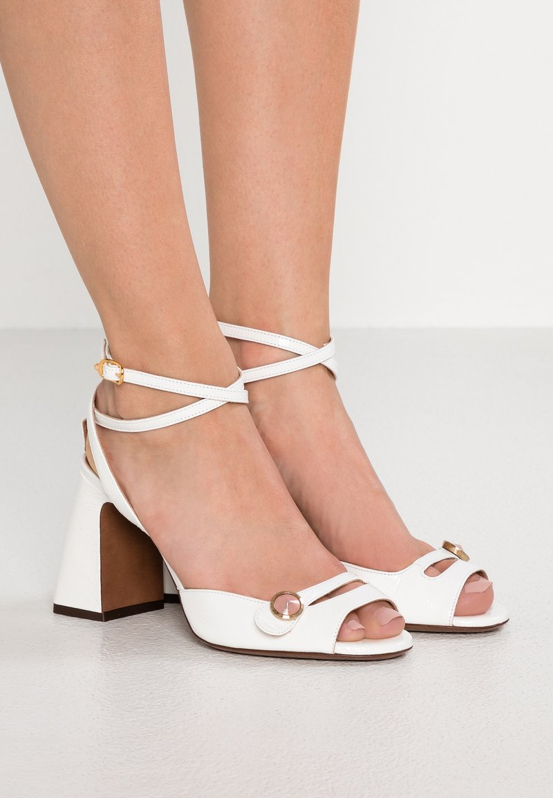 L'Autre Chose - Korolliset sandaalit - white