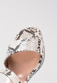 L'Autre Chose - Korkeakorkoiset sandaalit - offwhite - 2