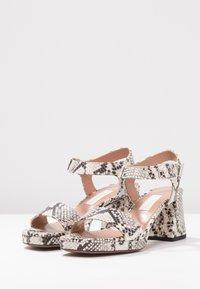 L'Autre Chose - Korkeakorkoiset sandaalit - offwhite - 4