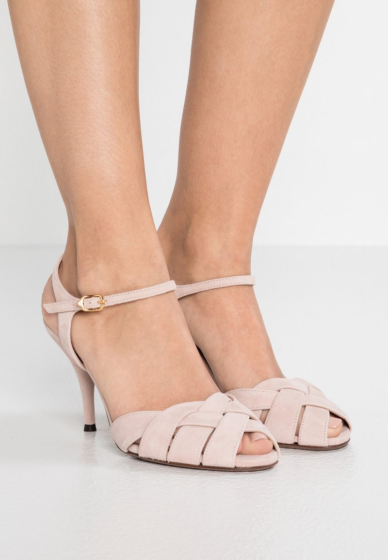 L'Autre Chose - CROSS OVER STRAP - Sandalias de tacón - light rose