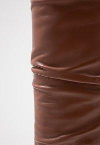 L'Autre Chose - Stivali alti - cigar - 2