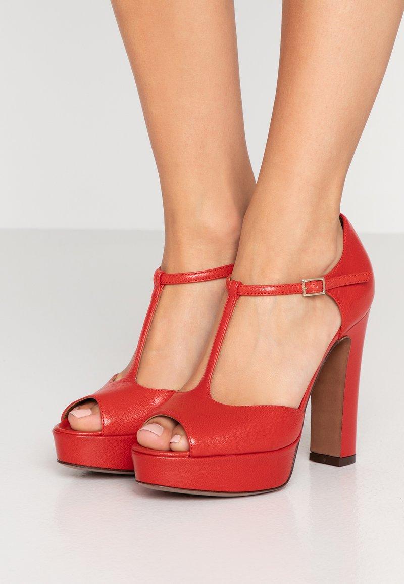 L'Autre Chose - Højhælede peep-toes - red