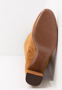 L'Autre Chose - Boots - cigar - 6