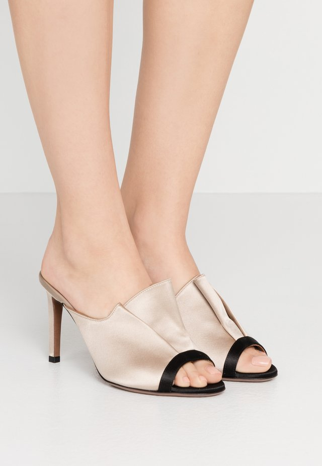 Mules à talons - black/natural