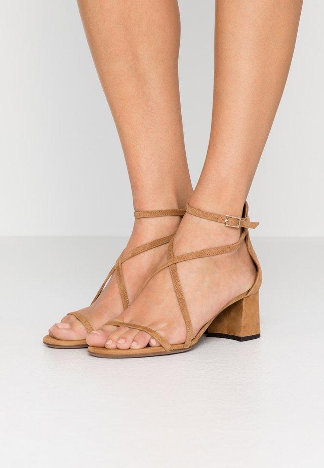 Sandales - cigar
