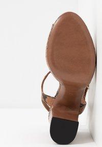 L'Autre Chose - High heeled sandals - cigar - 6