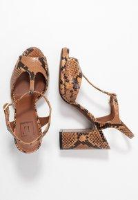 L'Autre Chose - High heeled sandals - cigar - 3