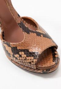 L'Autre Chose - High heeled sandals - cigar - 2