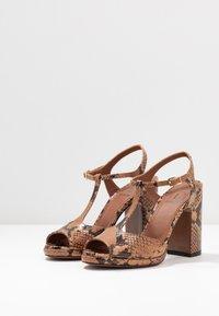 L'Autre Chose - High heeled sandals - cigar - 4