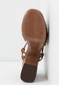 L'Autre Chose - High heeled sandals - tan - 6