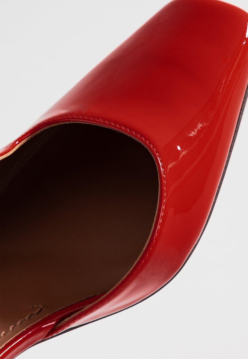 L'autre Fuoco Chose Escarpins Escarpins Rosso Rosso Escarpins L'autre Chose Fuoco Rosso Chose L'autre eWb2IYEH9D