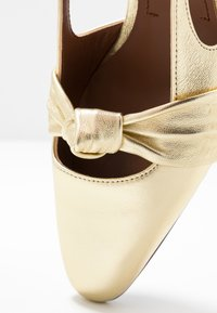L'Autre Chose - Classic heels - platinum - 2