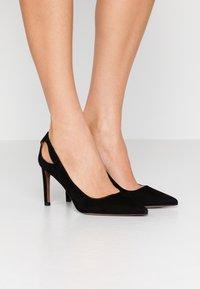 L'Autre Chose - High heels - black - 0