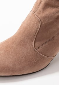 L'Autre Chose - Over-the-knee boots - nude - 2