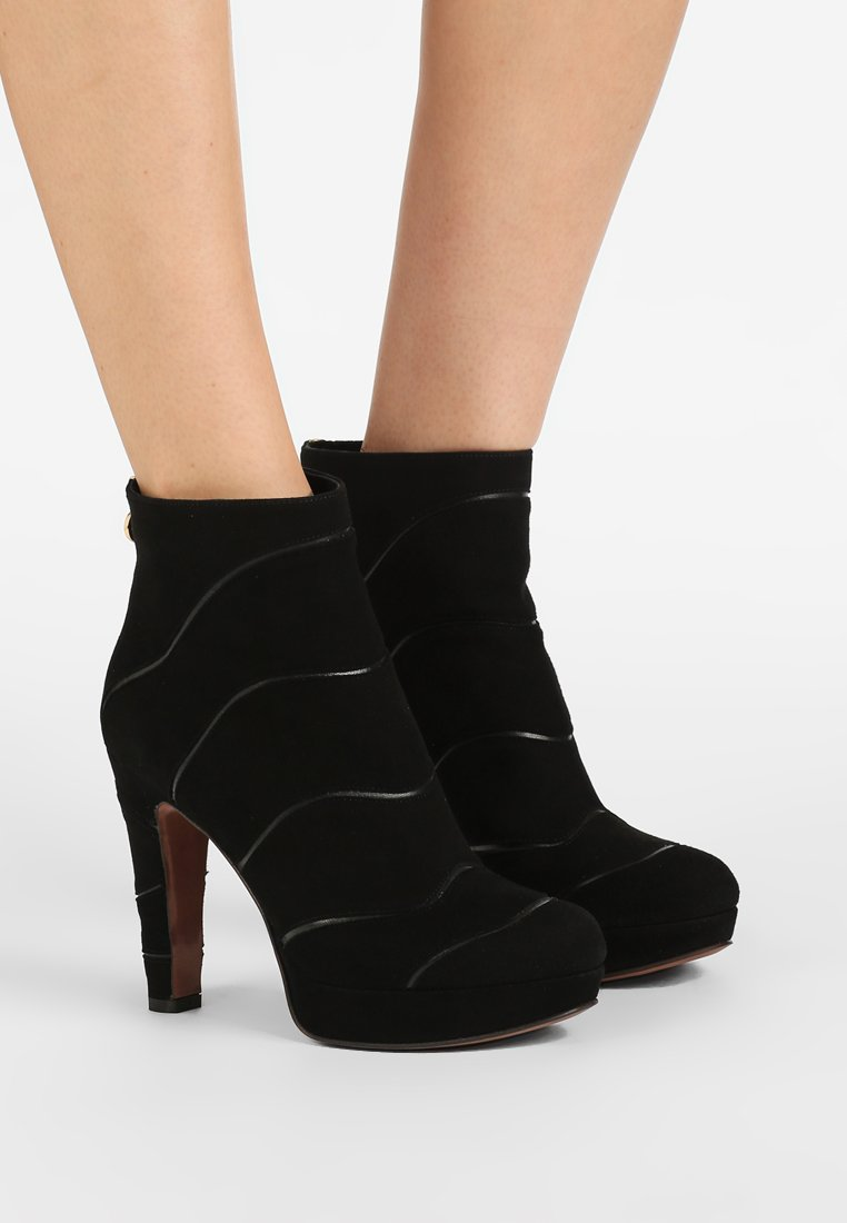 L'Autre Chose - High heeled ankle boots - black