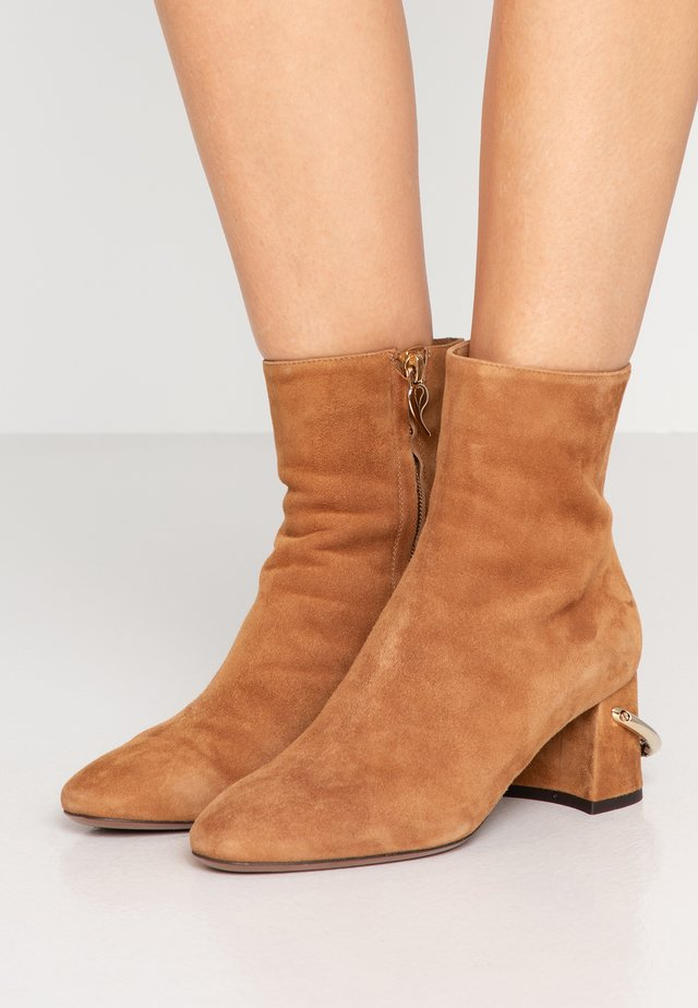 Classic ankle boots - cigar