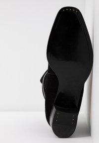 L'Autre Chose - Classic ankle boots - black - 6