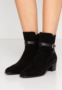 L'Autre Chose - Classic ankle boots - black - 0