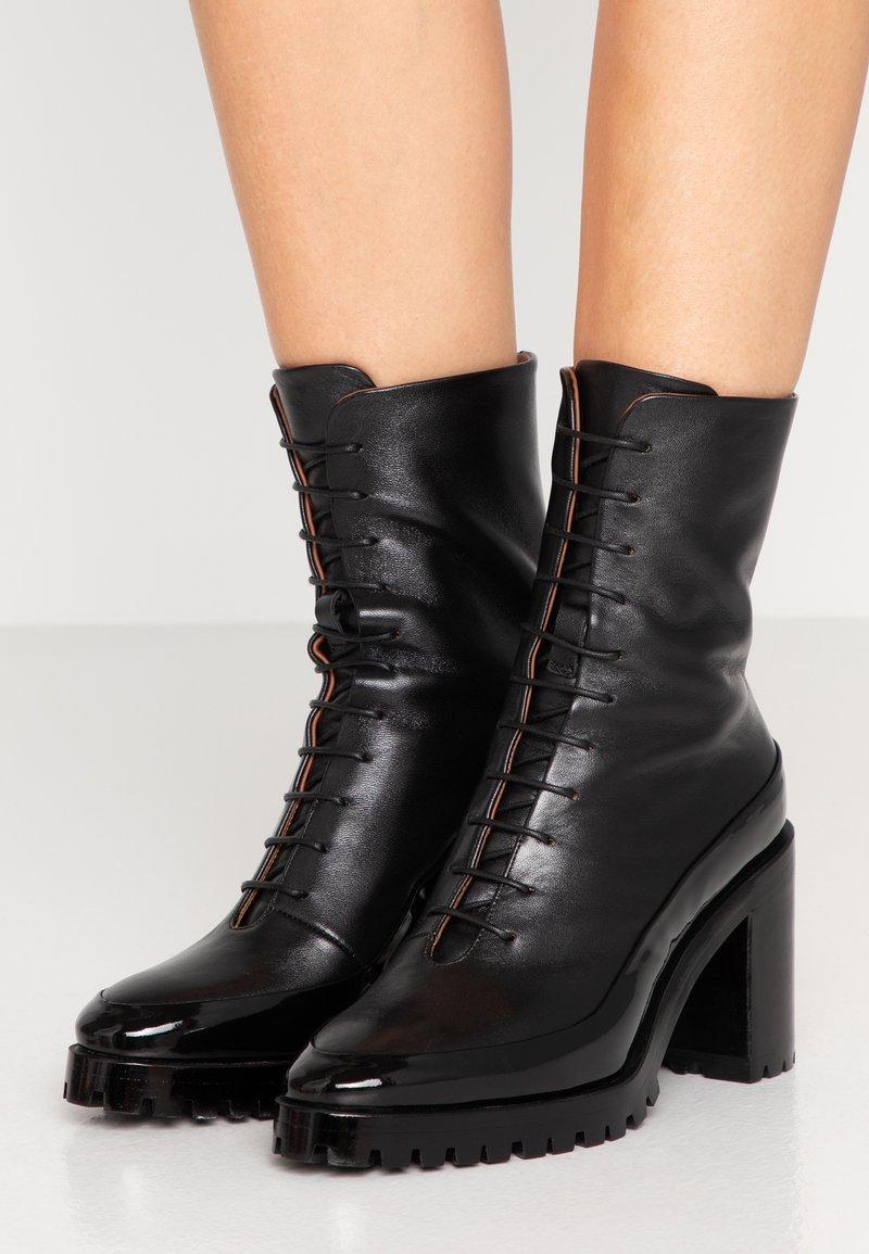 L'Autre Chose - Kotníková obuv na vysokém podpatku - black