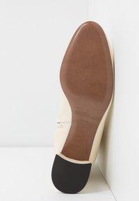 L'Autre Chose - Classic ankle boots - milk - 6