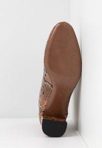 L'Autre Chose - NO ZIP - Classic ankle boots - cigar - 6