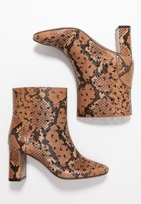 L'Autre Chose - NO ZIP - Classic ankle boots - cigar - 3