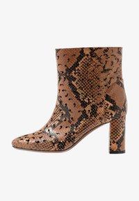 L'Autre Chose - NO ZIP - Classic ankle boots - cigar - 1