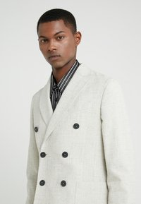 Lab Pal Zileri - DOUBLE BREASTED BLAZER - Giacca - beige - 4