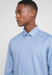 Lab Pal Zileri - CAMICIA - Formal shirt - light blue - 4