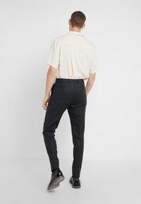 Lab Pal Zileri - Spodnie garniturowe - grey - 2