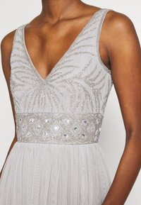 Lace & Beads Tall - MUMULAN MAXI - Vestido de fiesta - light grey - 5