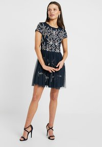 Lace & Beads Petite - NINA DRESS - Cocktailklänning - navy - 2