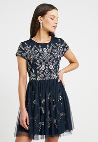 Lace & Beads Petite - NINA DRESS - Cocktailklänning - navy - 0