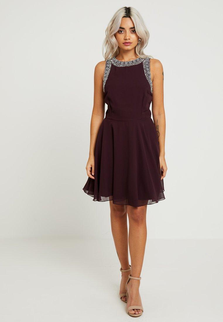 Lace & Beads Petite - DUNYA DRESS - Cocktailkleid/festliches Kleid - burgundy