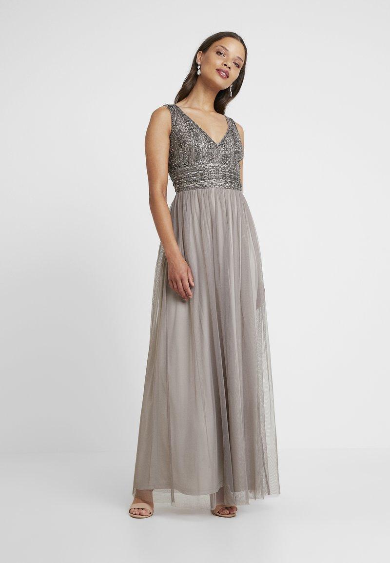 Lace & Beads Petite - MULANI MAXI - Společenské šaty - stone