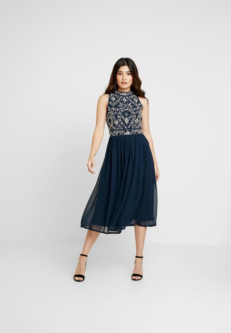 Lace & Beads Petite - ARNELLE DRESS - Robe de soirée - navy