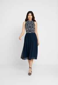 Lace & Beads Petite - ARNELLE DRESS - Robe de soirée - navy - 2