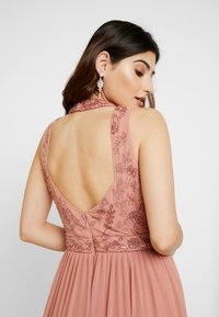 Lace & Beads Petite - CHANDIINI - Společenské šaty - salmon - 4