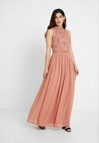 Lace & Beads Petite - CHANDIINI - Společenské šaty - salmon - 2