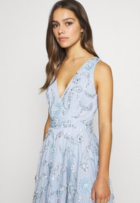 Lace & Beads Petite - AMARIS DRESS - Vestido de cóctel - light blue - 3