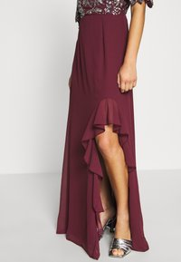 Lace & Beads Petite - JANI  - Suknia balowa - burgundy - 3