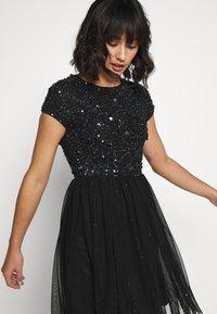 Lace & Beads Petite - NESSIA - Juhlamekko - black iridescent - 3