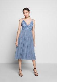 Lace & Beads Petite - IRINA MIDI - Juhlamekko - dusty blue - 0
