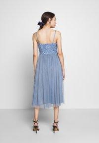 Lace & Beads Petite - IRINA MIDI - Juhlamekko - dusty blue - 3
