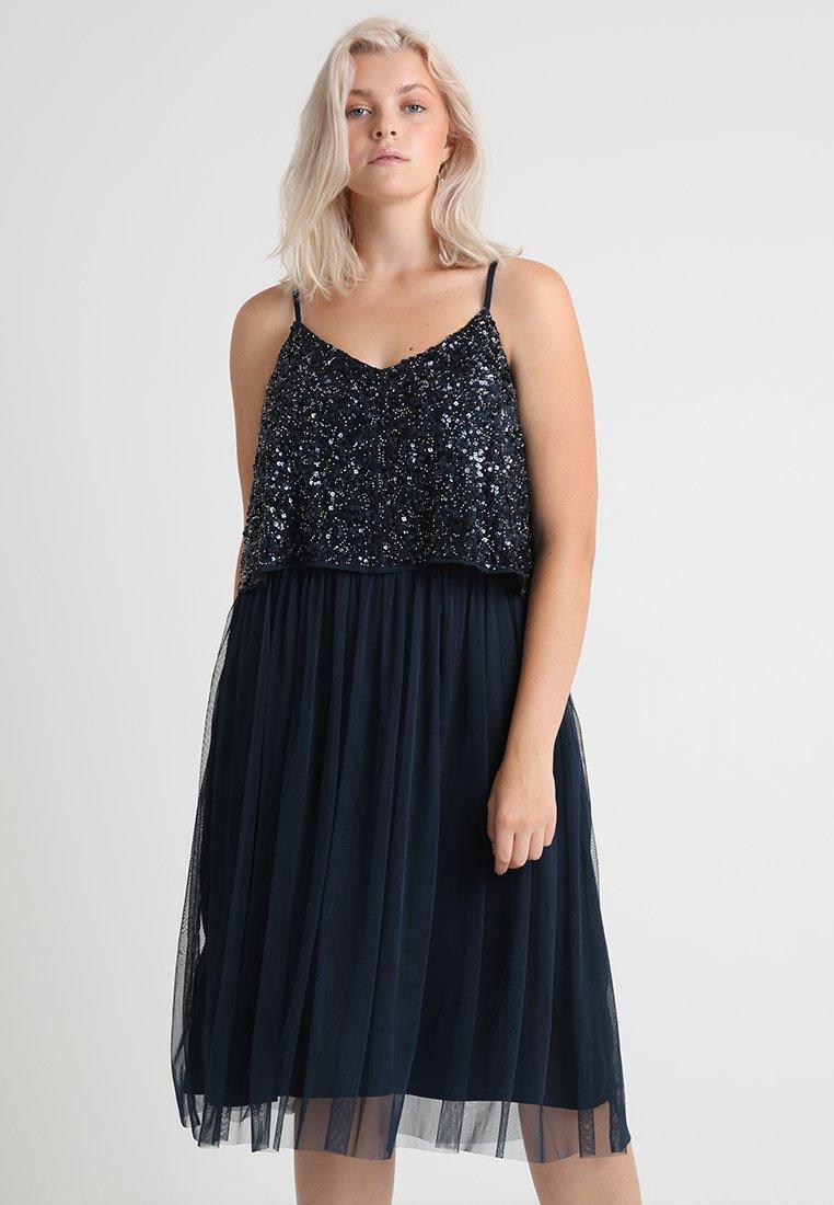 Lace & Beads Curvy - EXCLUSIVE ALVI DRESS - Cocktailkleid/festliches Kleid - navy