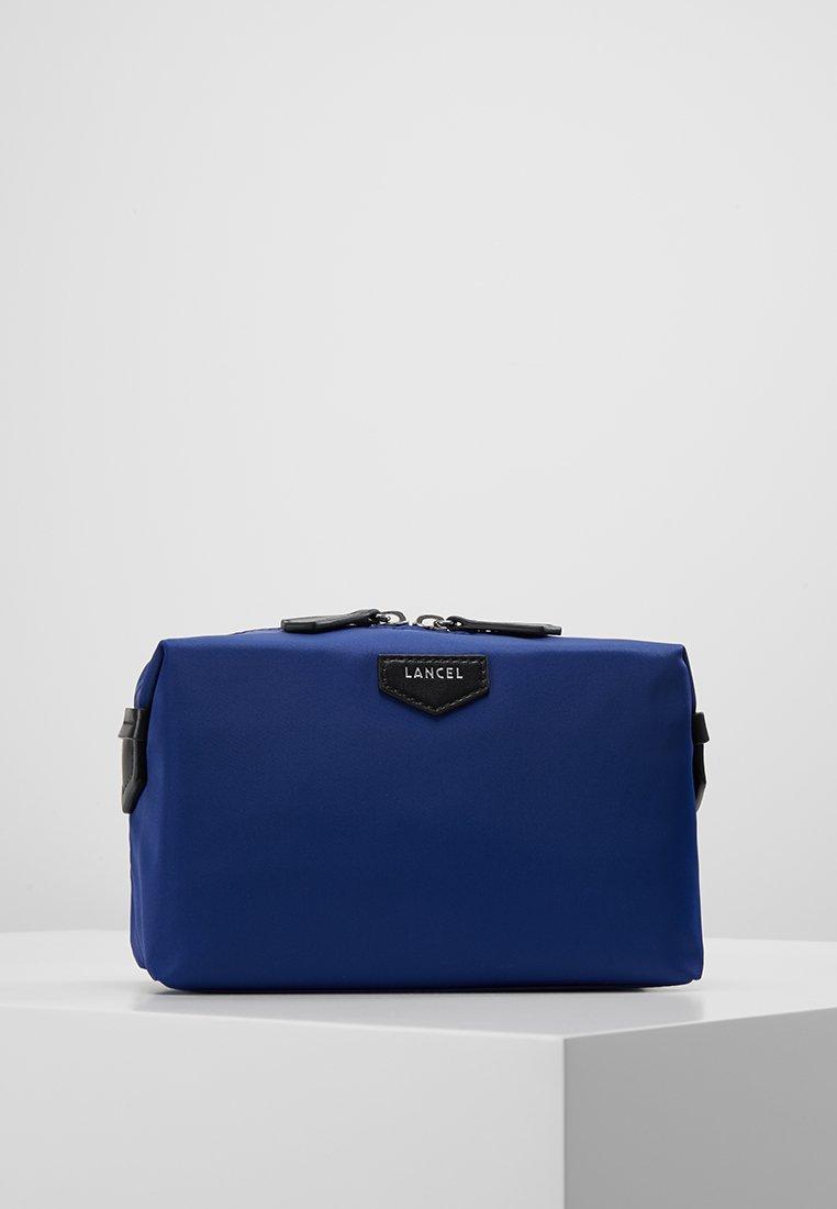 Lancel - SMALL TOILET BAG - Kosmetiktasker - electric blue