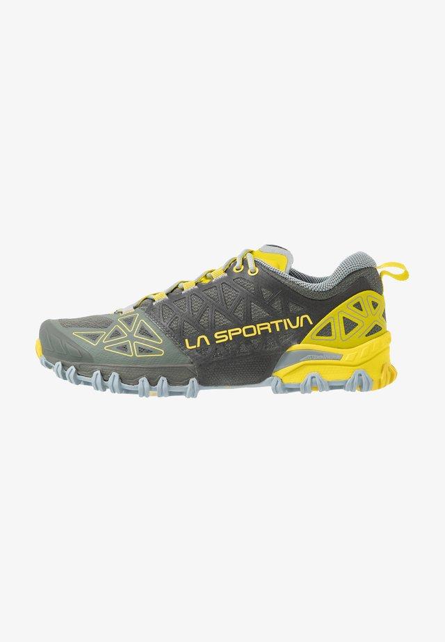 BUSHIDO II WOMAN - Trail running shoes - clay/celery