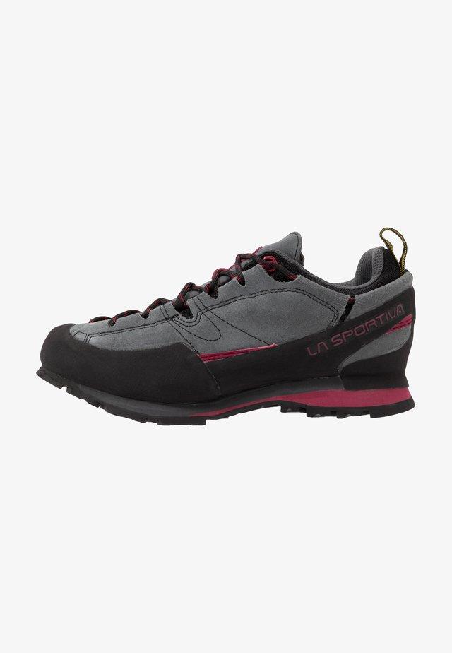 BOULDER X WOMAN - Hiking shoes - carbon/beet