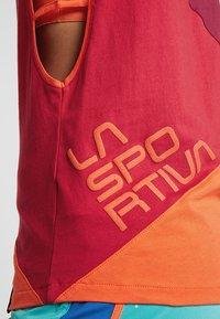 La Sportiva - XCAPE TANK  - Linne - beet/garnet - 7